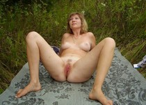 Mature woman spreading her legs and showing her sweet cunt