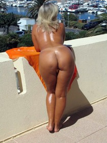 Sexy hot blonde milf naked in public and show her pretty body and very goog big butt