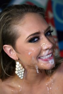 Cute girlfriend gets massive facial
