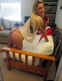 Beautiful blonde fit in this incredible rookie ex-girlfriend pic.