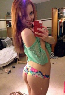 Sexy college redhead babe with hot booty taking selfie