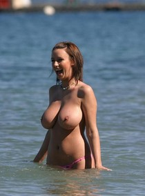Adorable busty beauty in the sea - homemade porn