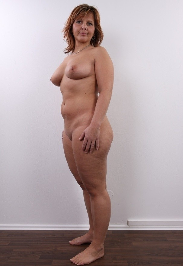 nude full figured women butt