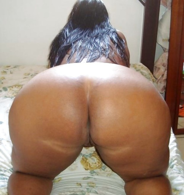 image Big ass latin milf seduces guy