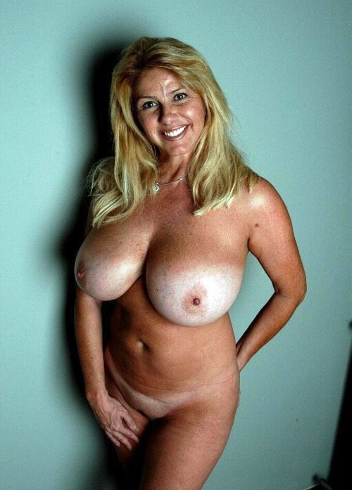 ... land, very hot and busty mom. . Category: Big Boobs ⚹ Milf ⚹ Nude