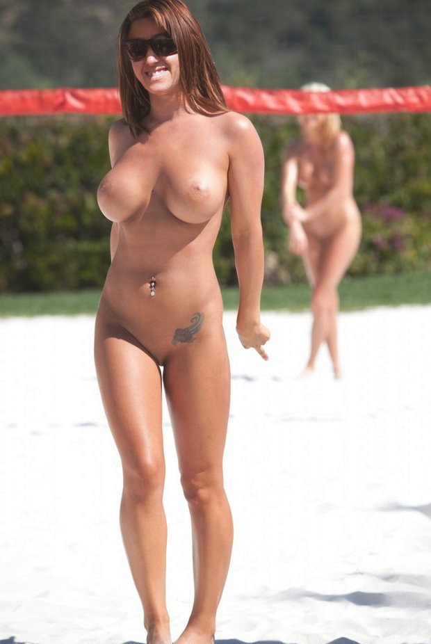 Beachvolleyball nackt